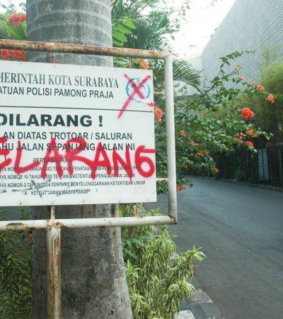 Corat-coret di Kota Surabaya yang Merusak Mata