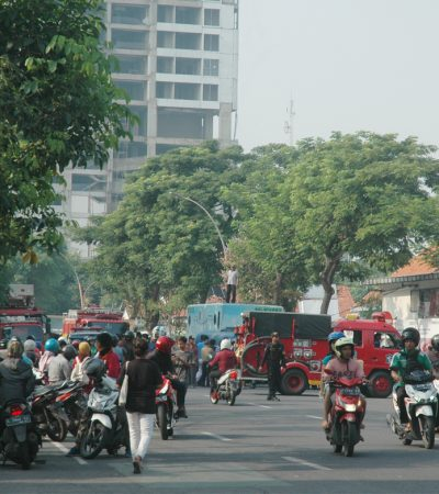 Situasi Terbaru Amblesnya Jalan Gubeng Surabaya