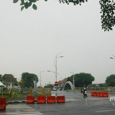 Pagi ini Surabaya Dingin, Rintik, dan Basah