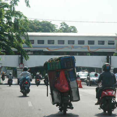 Awas Miring ke Kiri, Bahaya di Jalanan Surabaya