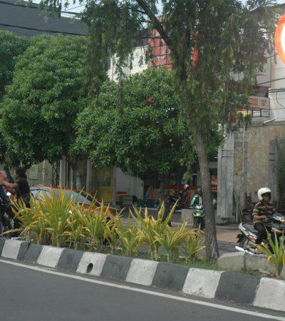 Melanggar Rambu Putar Balik di Jalanan Surabaya