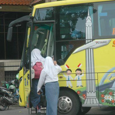 Bus Sekolah di Surabaya yang Selalu Ditunggu