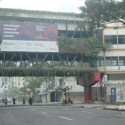 Event Kadaluarsa di Billboard Jalan Tunjungan Surabaya Mengganggu Pemandangan Kota