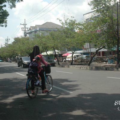 Simalakama yang Berbahaya di Jalanan Surabaya